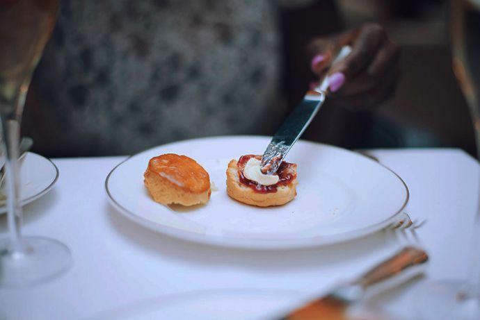 london_conrad_hotel_afternoon_tea_scones