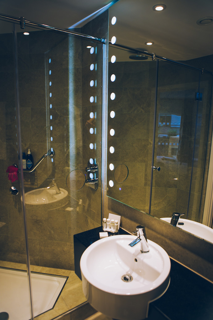 inside_bermondsey_square_hotel_snowfield_suite_bathroom