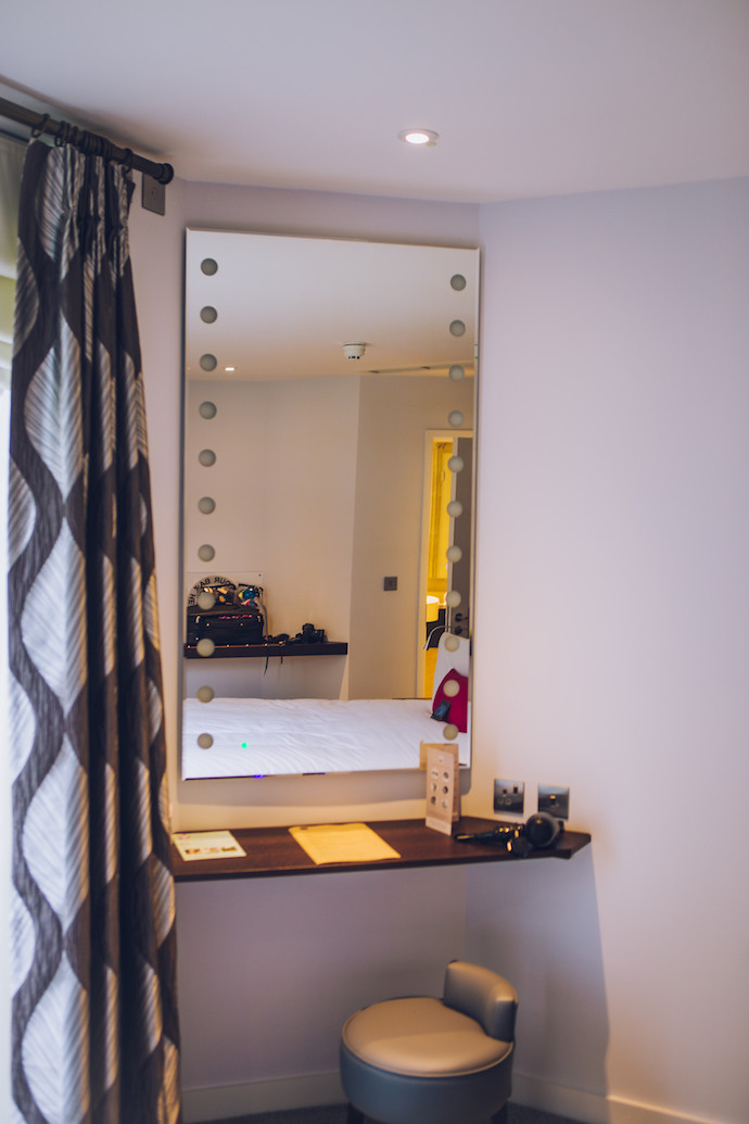 inside_bermondsey_square_hotel_snowfield_suite_vanity_area