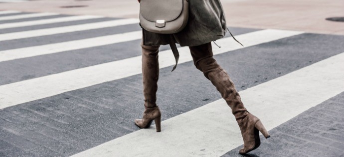 OVER THE KNEE BOOTS THAT ARE ON SALE RIGHT NOW