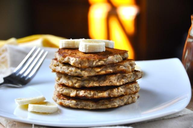 Banana_Almond_Oatmeal_Pancakes