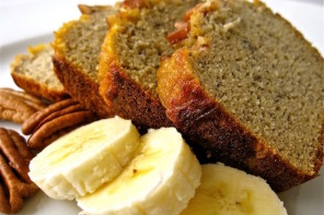 MAKING BANANA BREAD A HEALTHY-ISH TREAT TO BAKE